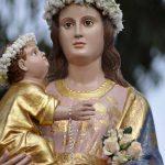 Virgen coronada con Rosas.